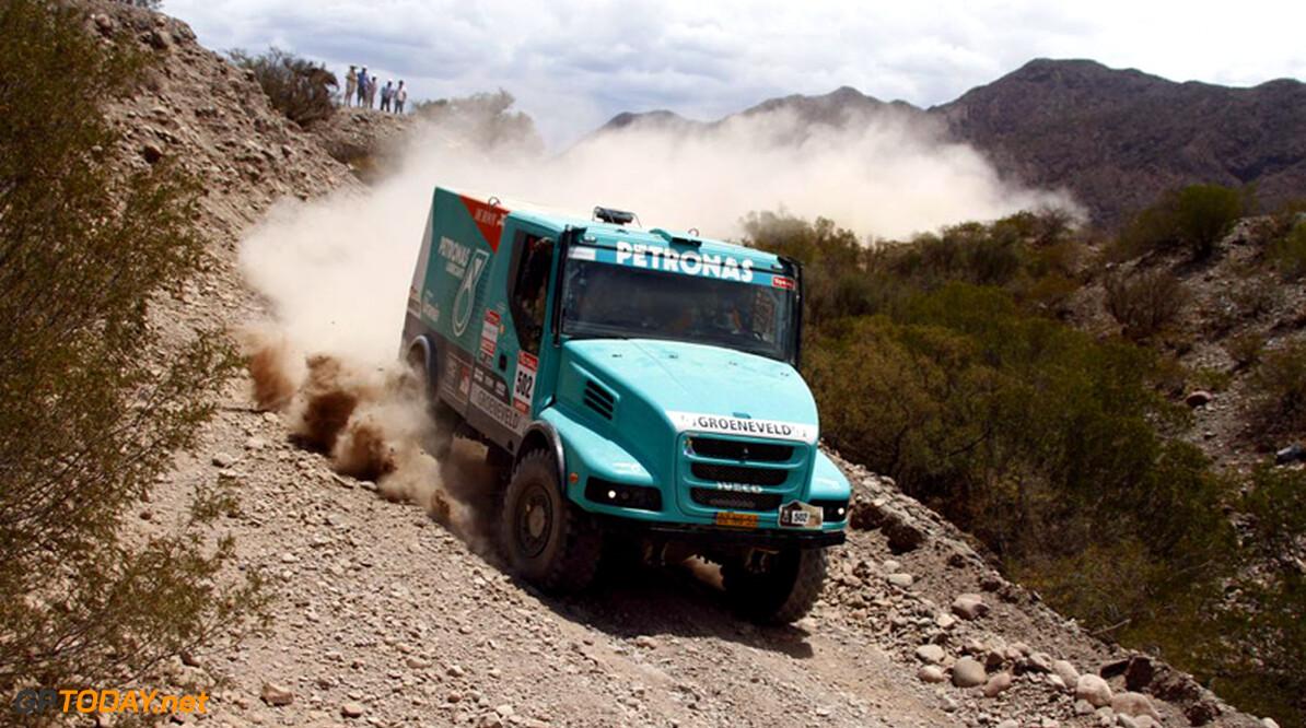<b>Dagverslag trucks etappe 14:</b> Gerard de Rooy wint Le Dakar 2012!