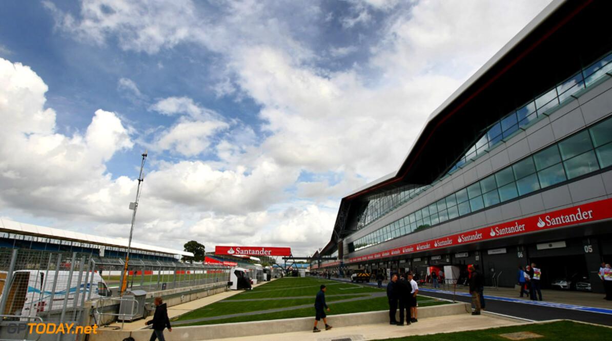 Silverstone roept fans op thuis te blijven