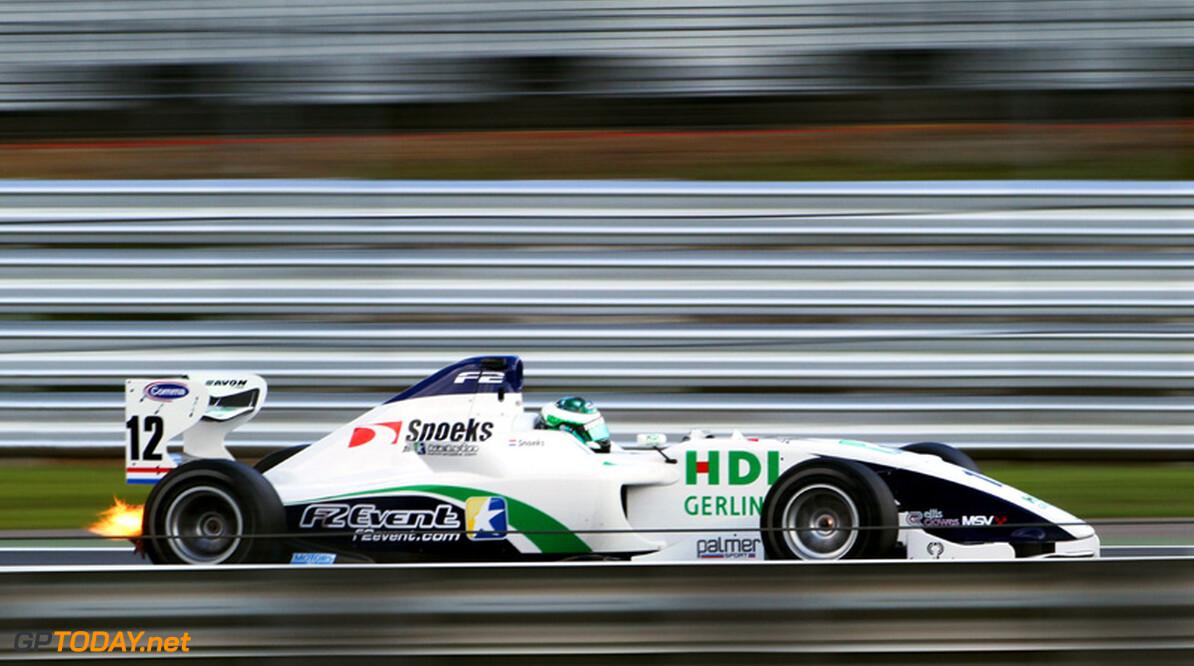 Kelvin Snoeks van de partij bij Formule 2-test in Barcelona