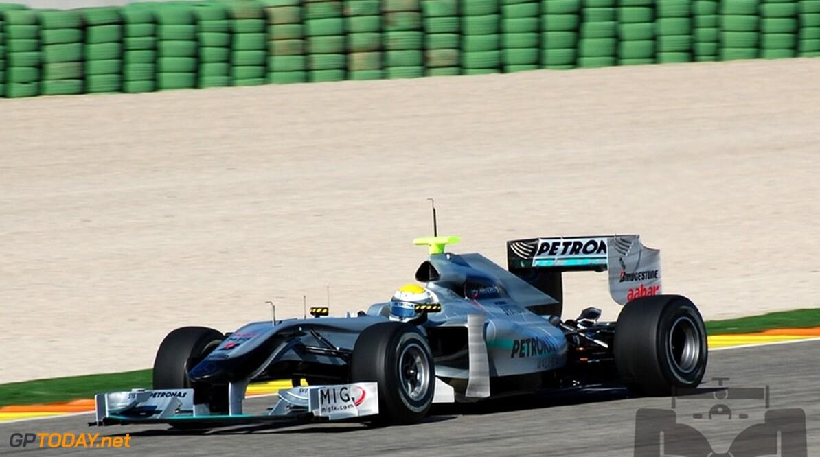 """Mercedes GP: """"De W01 is nog niet zo snel als de Ferrari F10"""""""