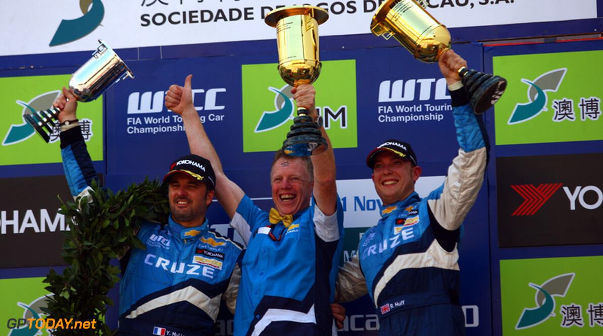 Huff verslaat Coronel in tweede race, Muller opnieuw kampioen