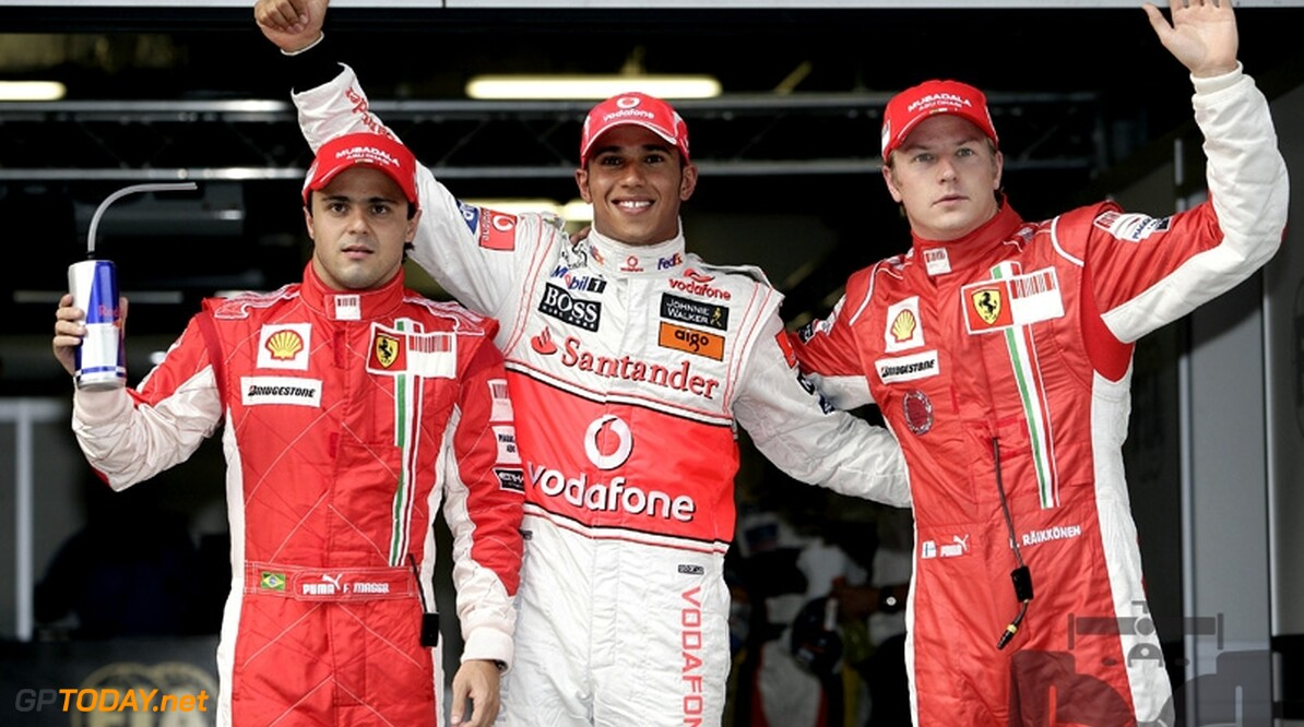 Hamilton verslaat beide Ferrari's in strijd om Chinese pole position