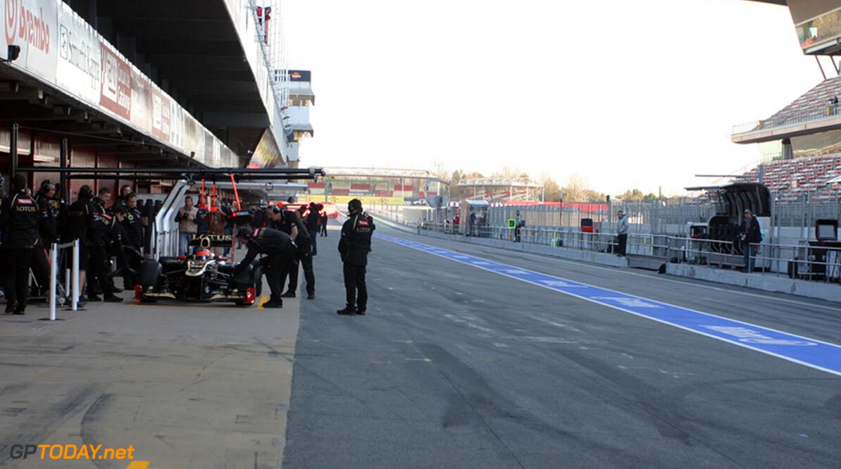<b>Testupdate:</b> Vettel voert veld aan op eerste dag in Barcelona