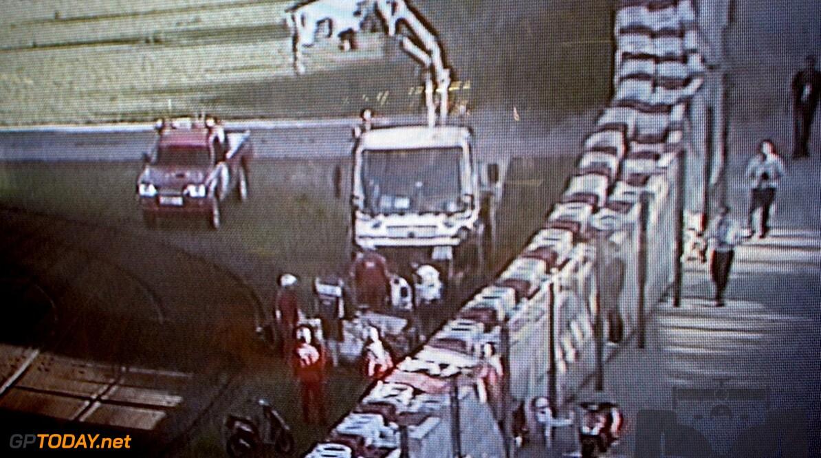 Giedo van der Garde crasht zijn Renault in Barcelona