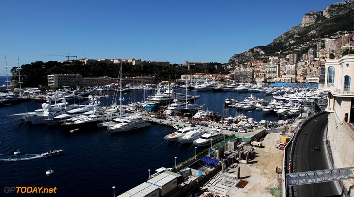 Monaco laat finishvlag van zestig meter diepte opduiken