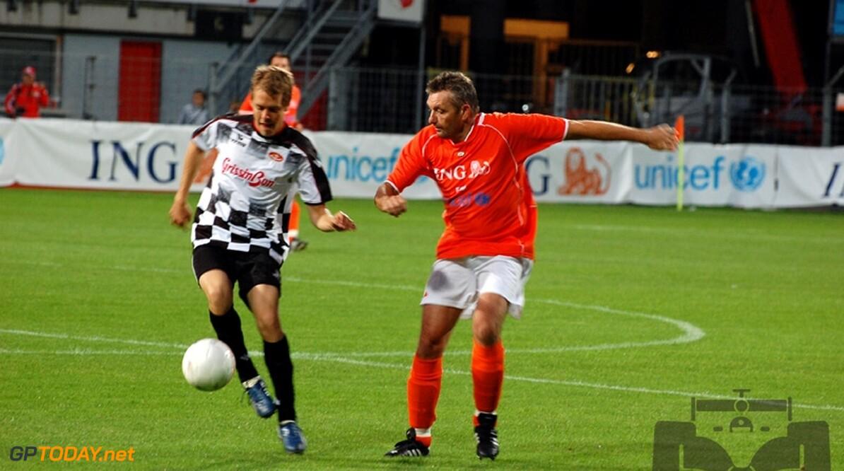 Foto's: Formule 1-coureurs scoren voor goede doelen