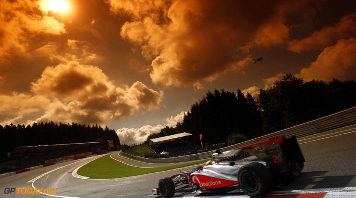 Hamilton completeert bij winst op Monza zijn kwartet speciale zeges