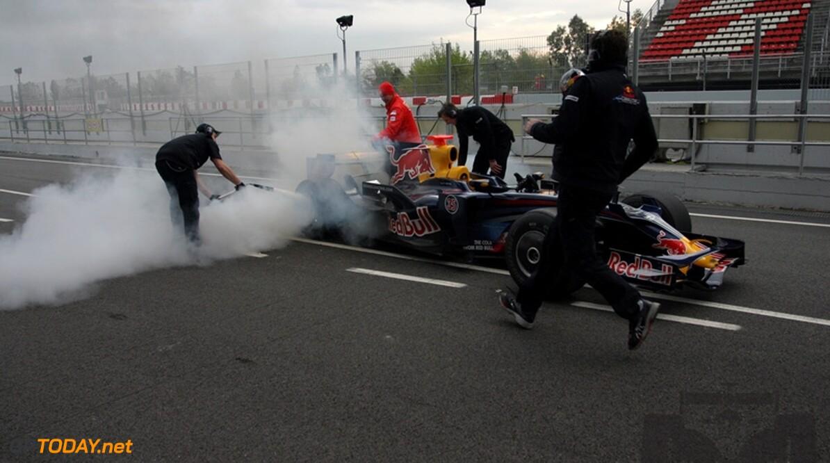 Eerste testdag Sebastian Vettel bij Red Bull begint met brand