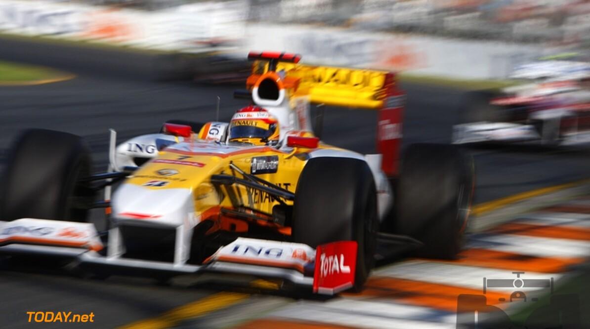 VT2: Alonso snelste en stuurt Heidfeld door de lucht