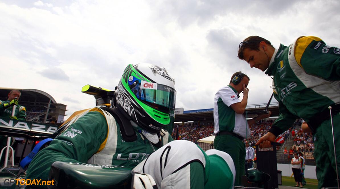 Kovalainen aan beterende hand na crash bij Race of Champions