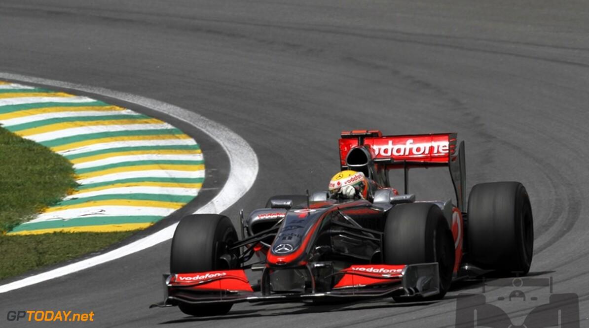 VT1: Hamilton met eerste toptijd op Yas Marina Circuit
