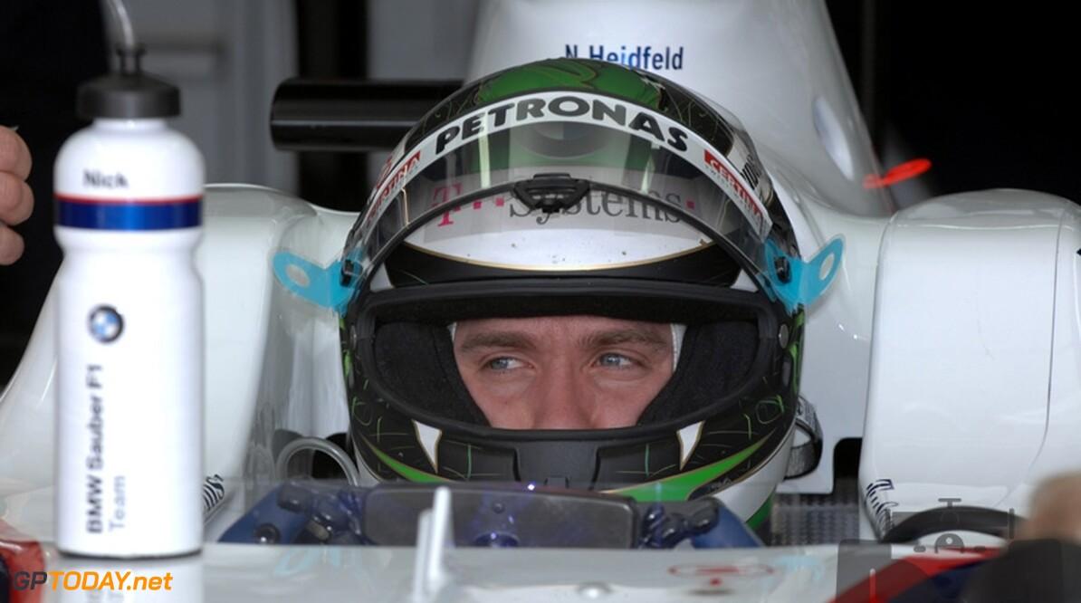 Emotionele Heidfeld krijgt Formule 1-auto van Peter Sauber