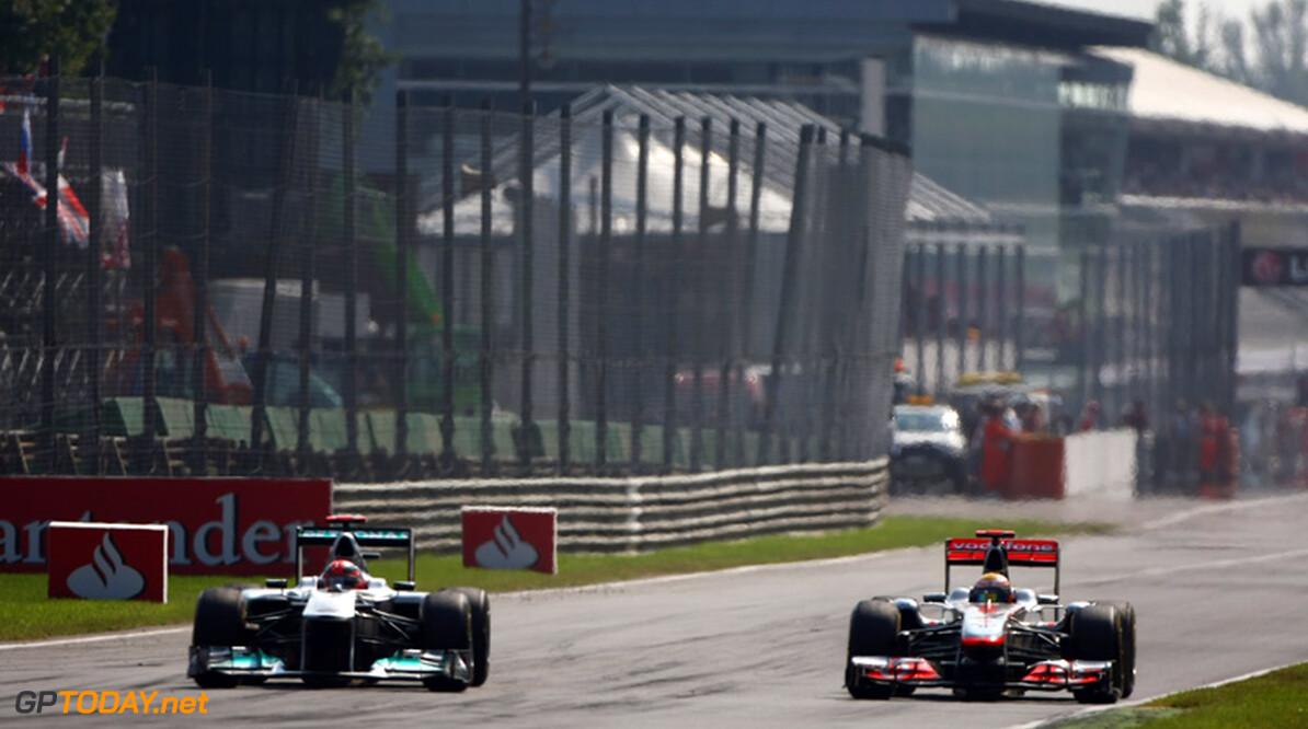 <b>Video: </b>2001: Hamilton en Rosberg nemen het op tegen Schumacher in de World Kart Championships