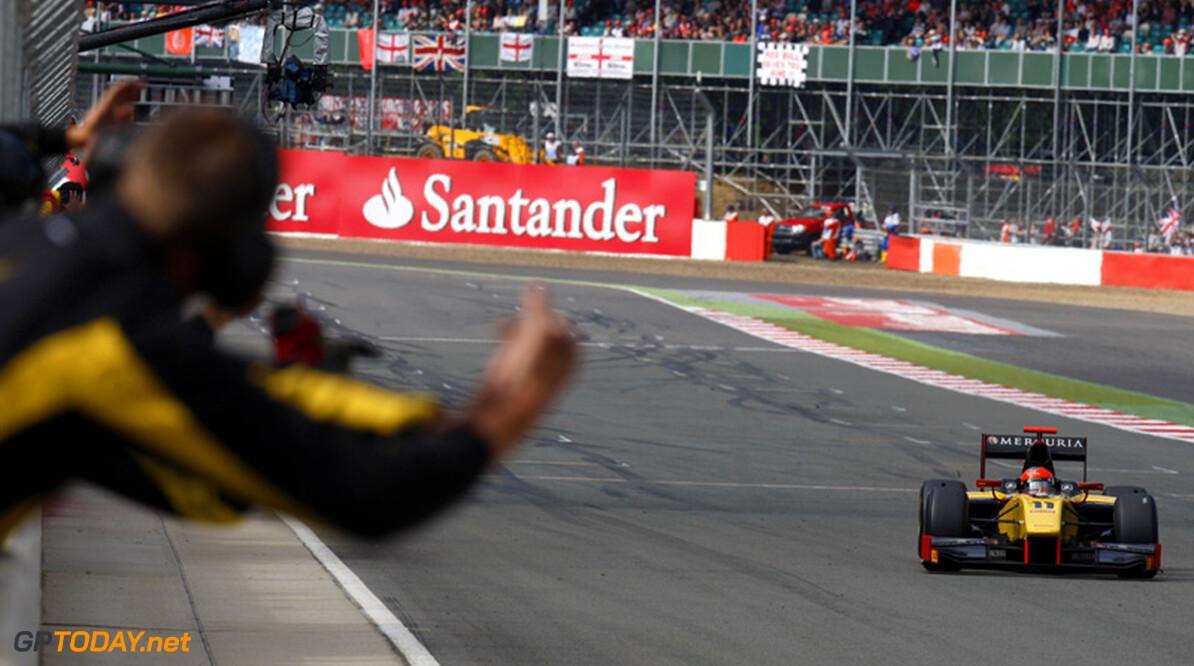Romain Grosjean scoort vijfde zege na drive through Ericsson
