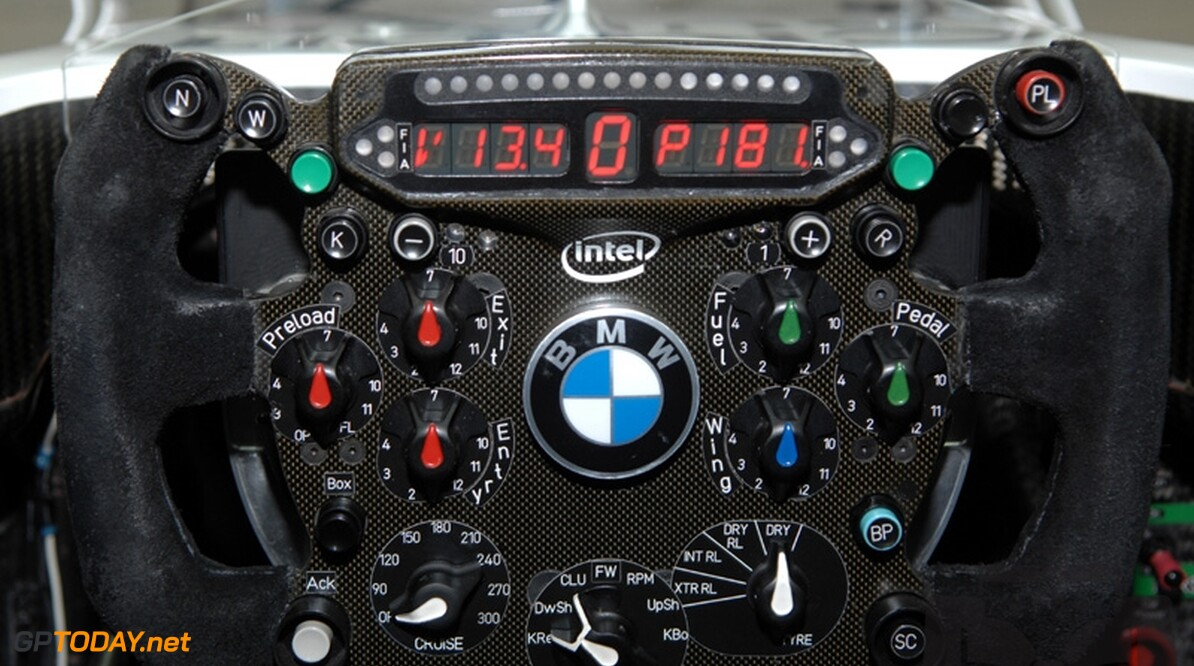 KERS-powerboost rechtsboven op BMW Sauber-stuur