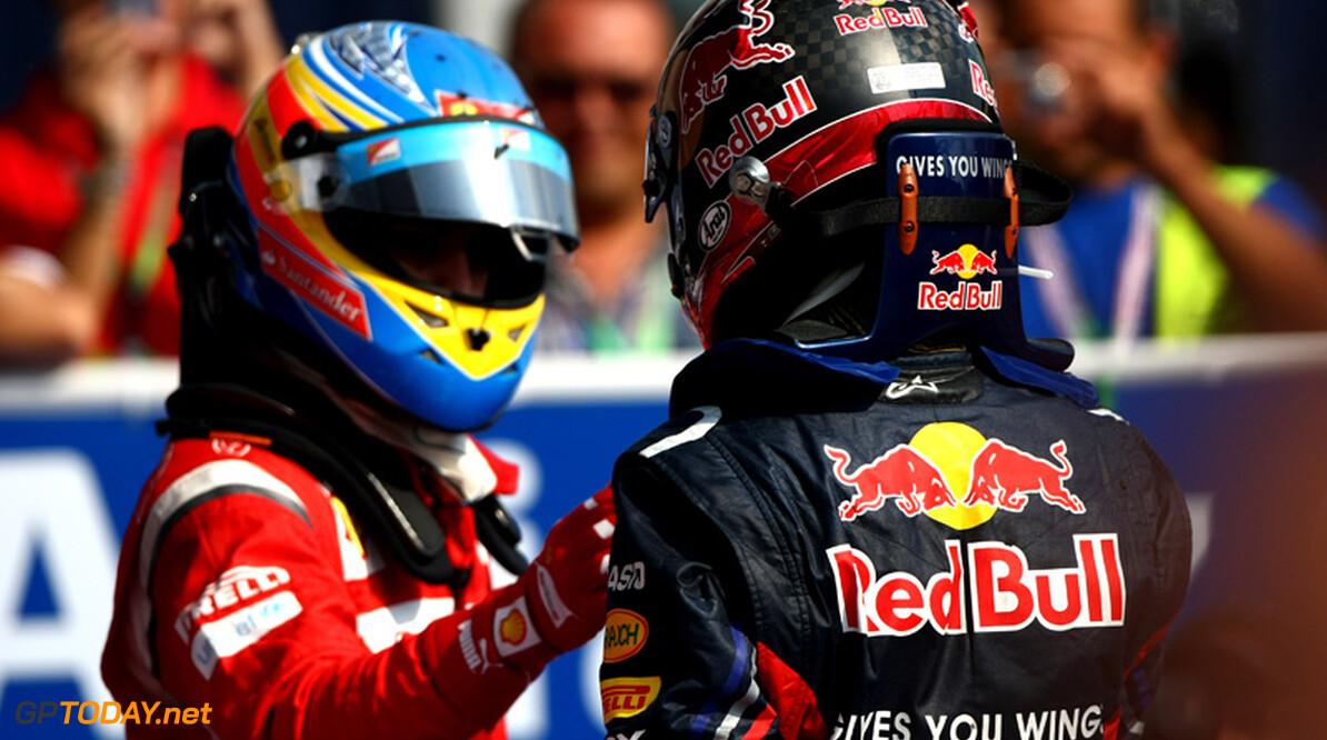 """Alonso: """"Vettel kan nog niet tippen aan het niveau van Hamilton"""""""