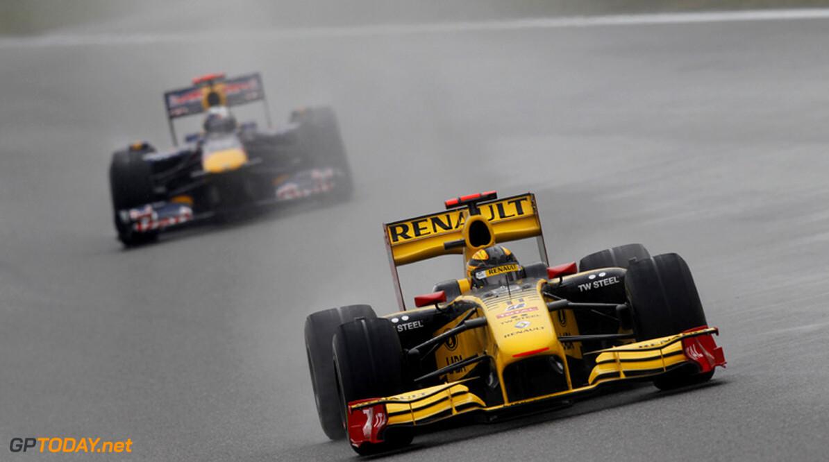VT3: Robert Kubica zet Renault aan kop in de regen