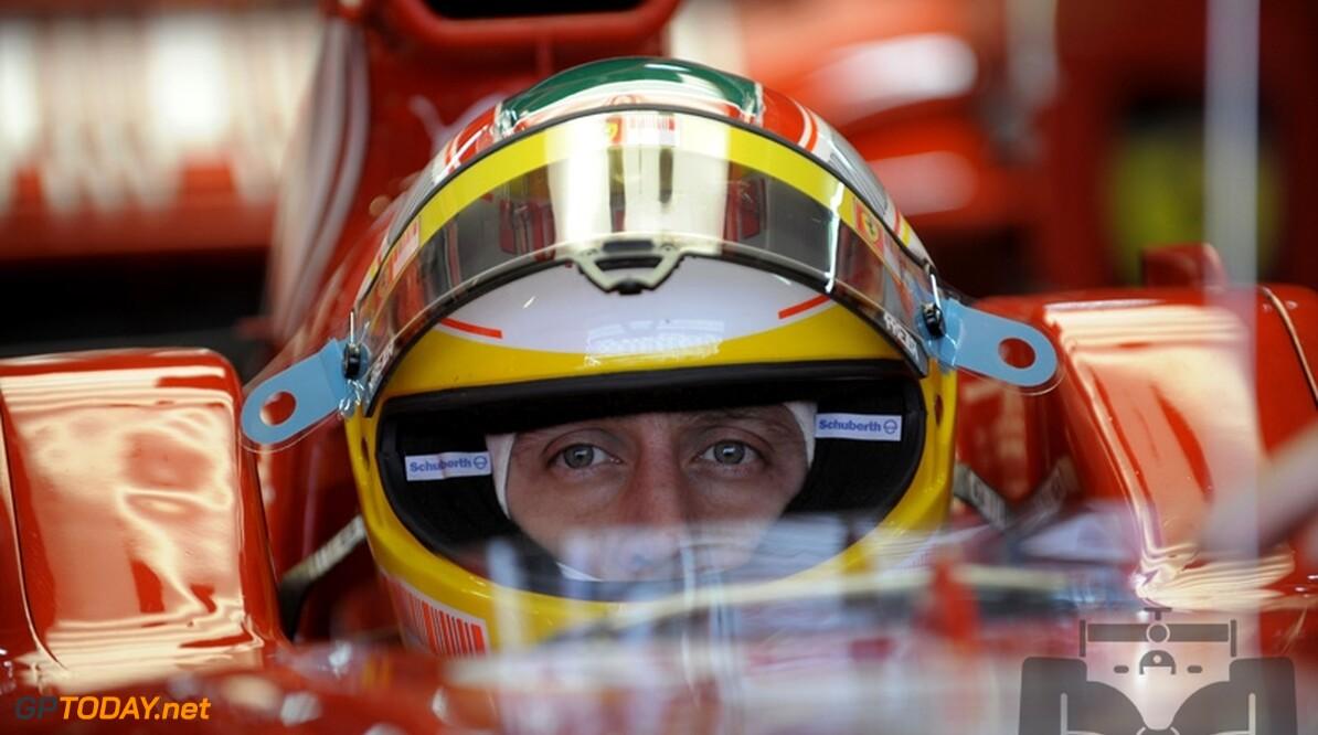 Luca Badoer demonstreert Ferrari F2008 in Bologna