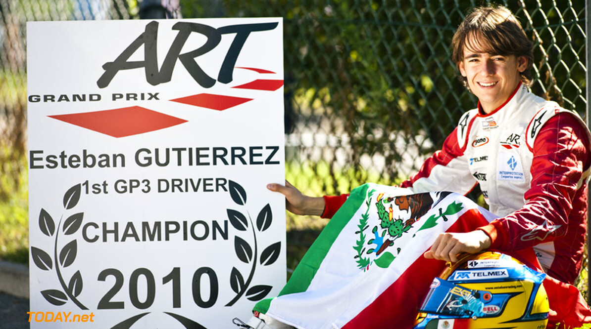 Esteban Gutierrez past stoeltje in fabriek van Sauber