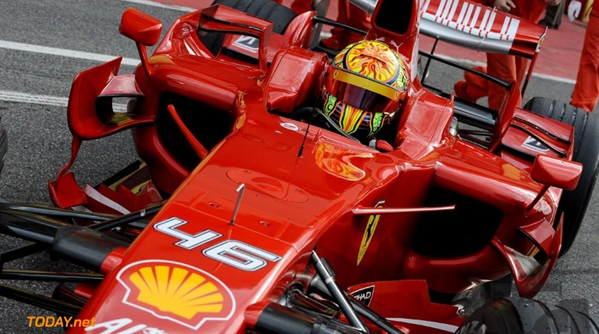 Valentino Rossi wil MotoGP-titel vieren met test voor Ferrari