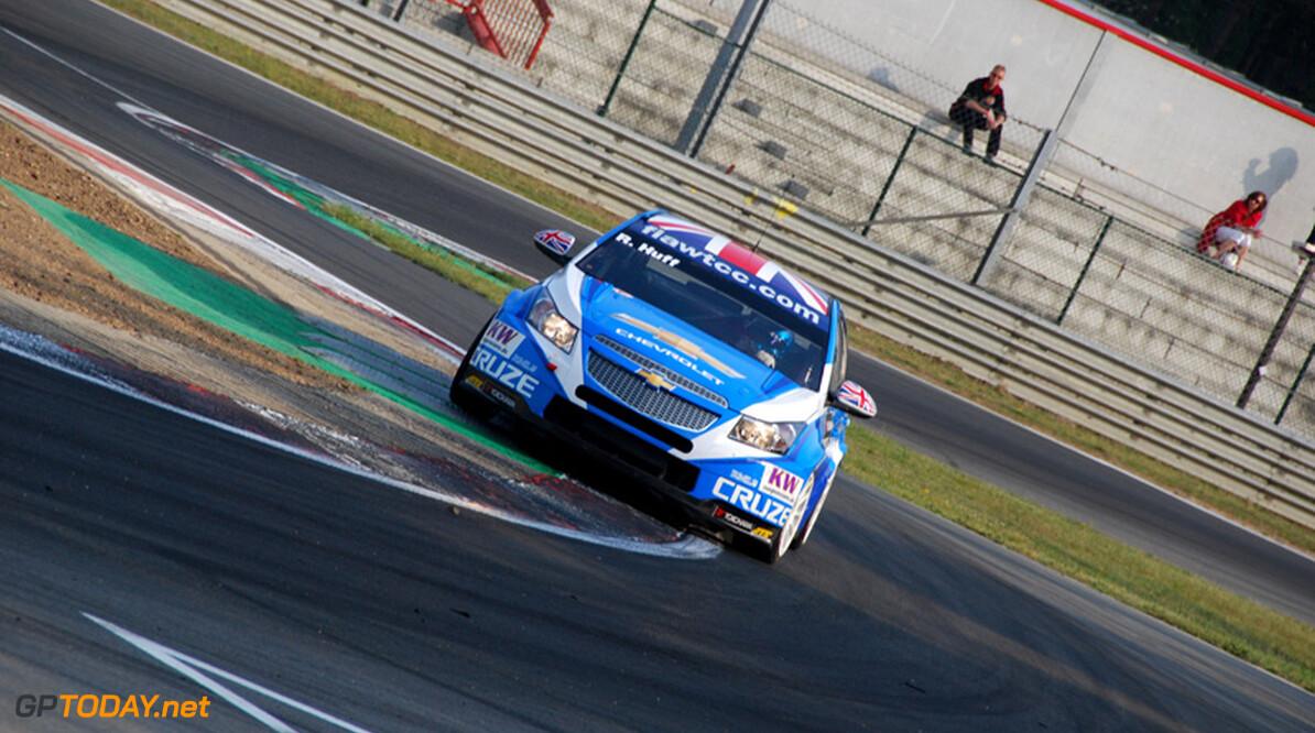 Rob Huff leidt nieuwe 1-2-3 van Chevrolet, Coronel vierde