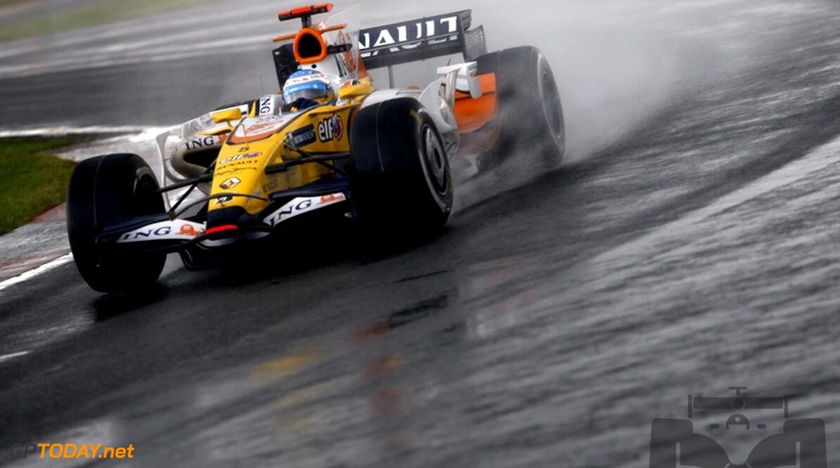"""Alonso: """"Regen voor toeschouwers leuk, voor coureurs minder"""""""