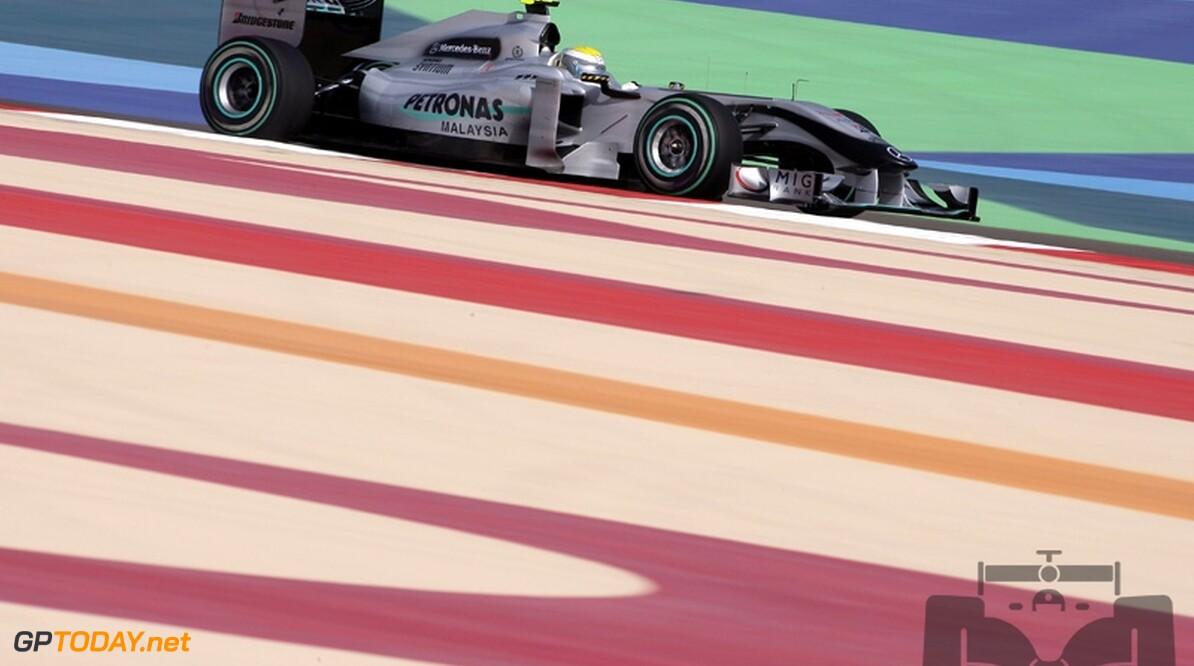 VT2: Nico Rosberg voert Mercedes-kwartet aan