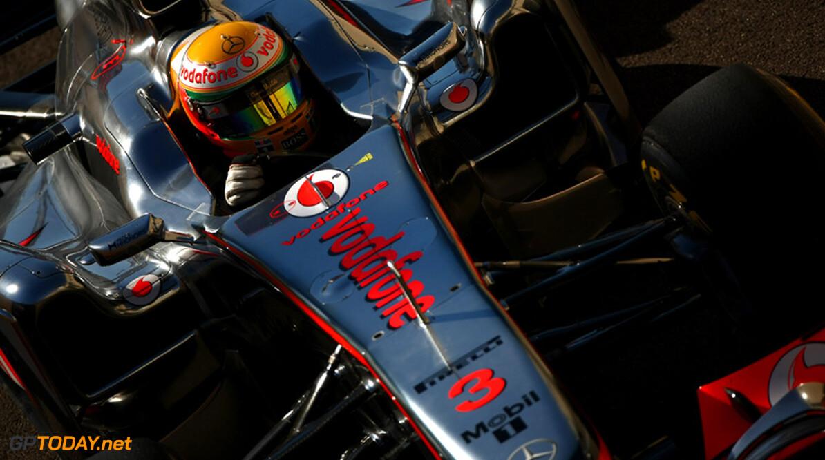 Lewis Hamilton verslaat teamgenoot Button met 0.009 seconden
