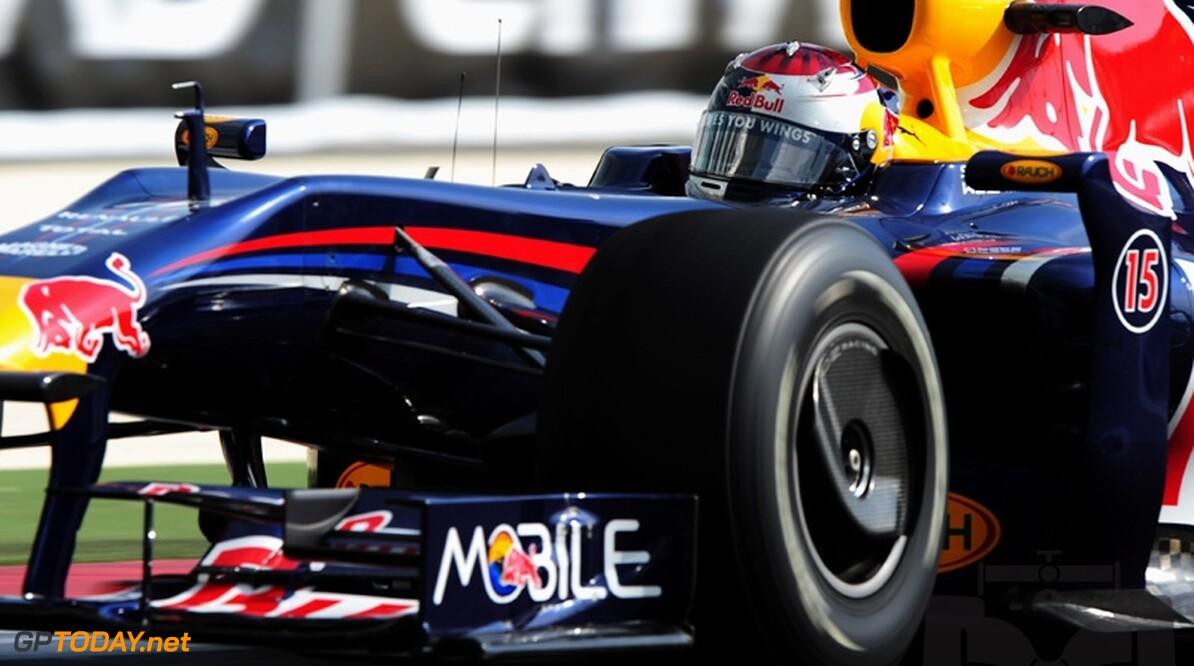 Sebastian Vettel verslaat Hamilton voor laatste pole van 2010