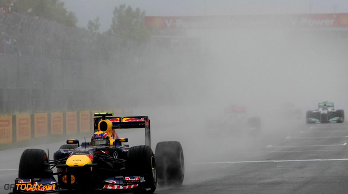 VT1: Webber snelste in grijs en nat Silverstone, crash Kobayashi