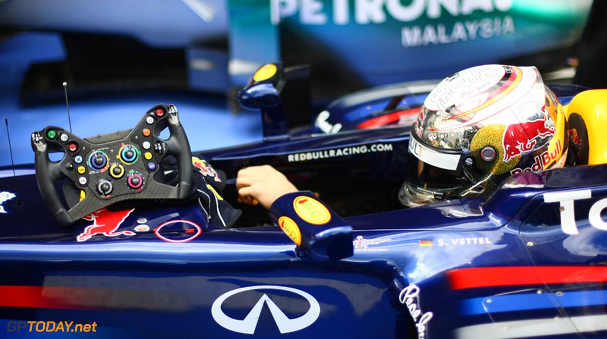 Sebastian Vettel legt het af tegen Hill, Schumacher en Stewart