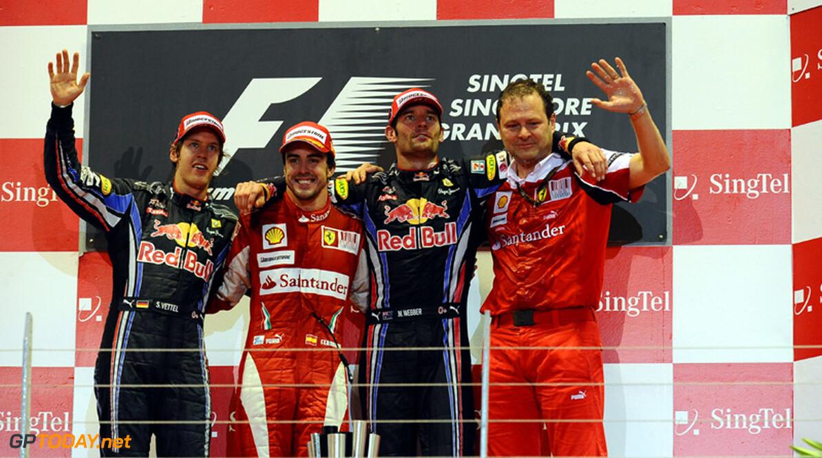 Fernando Alonso zegeviert in Singapore