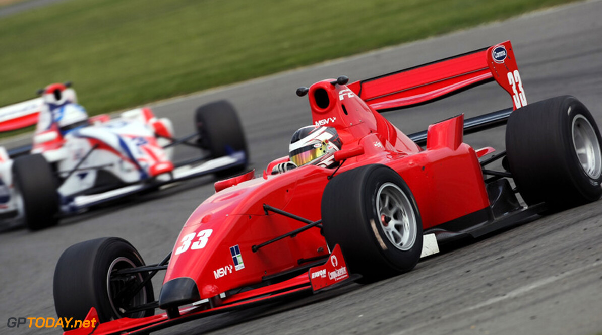 Philipp Eng wint dramatische tweede race