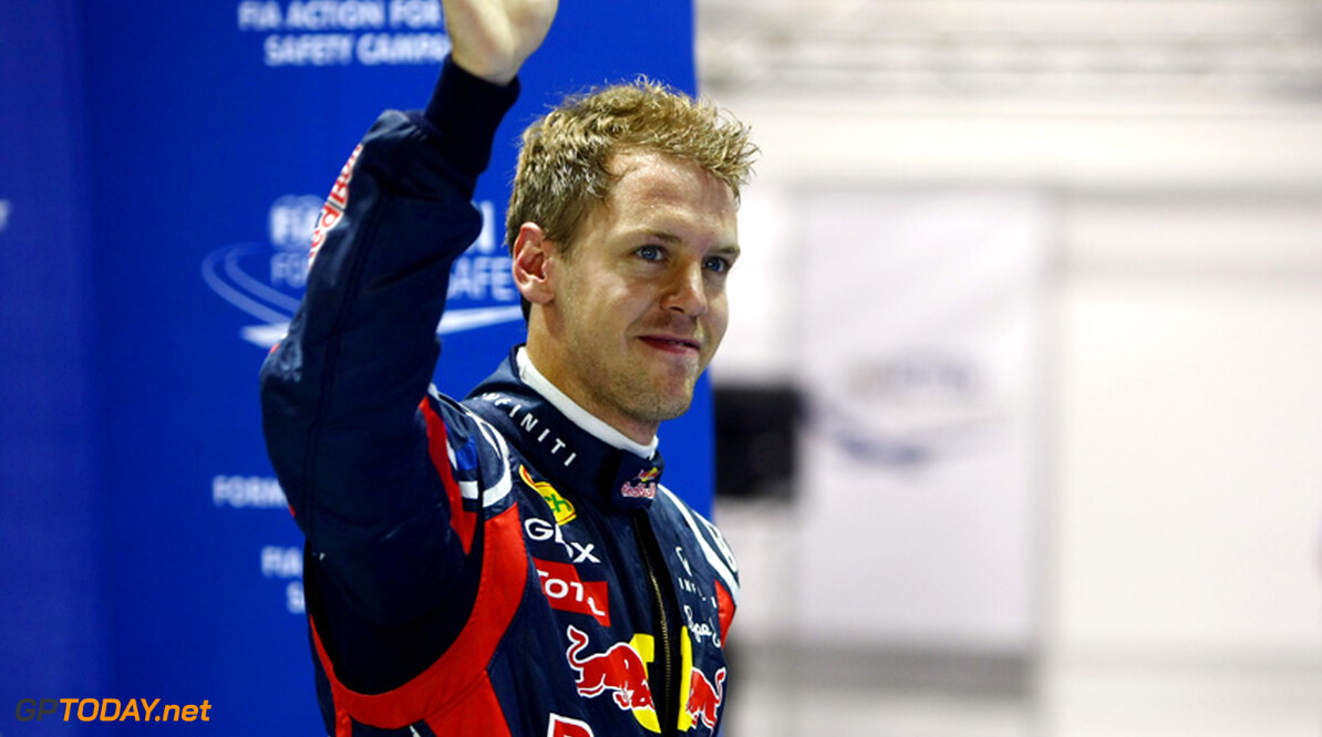 Vettel pakt elfde pole position van het seizoen in Singapore