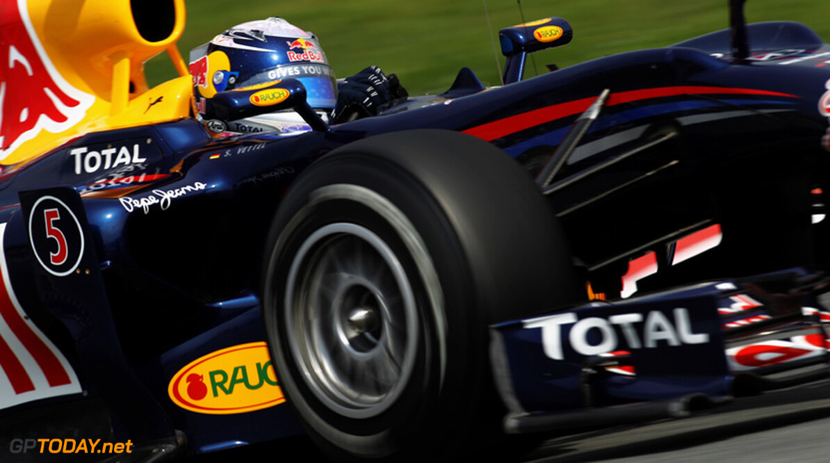 Red Bull Racing domineert, Sebastian Vettel op pole