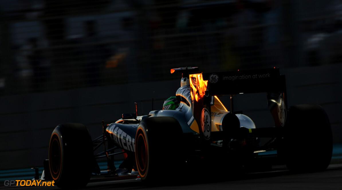 Team Lotus introduceert in Brazilië een nieuwe achtervleugel