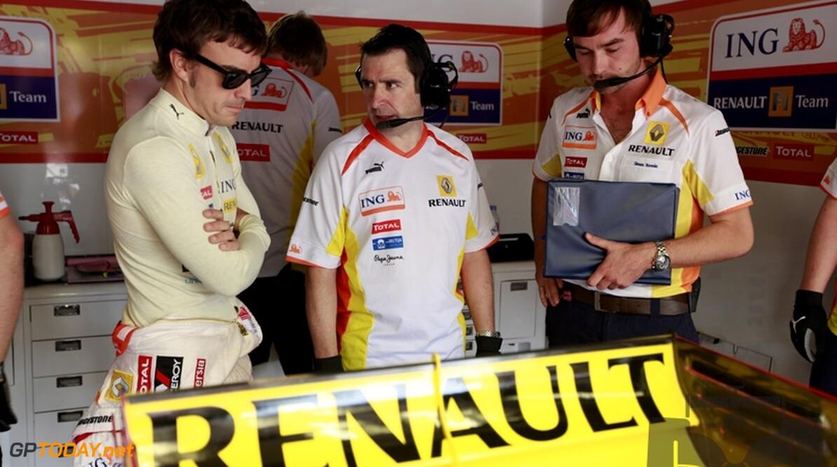 Fernando Alonso draagt eerste podium van 2009 op aan Briatore