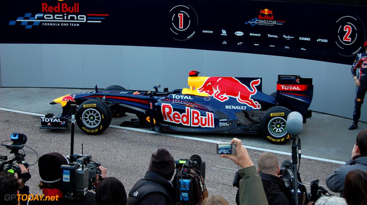 <b>Video:</b> Red Bull RB7 scheurt door de straten van Bratislava, Slowakije