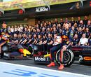 Albon en Verstappen zetten fabriek Red Bull op stelten op minibikes