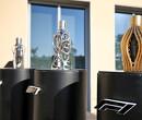 Trofeeën Grand Prix Abu Dhabi worden parfumflessen