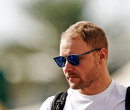 Valtteri Bottas traint vermomd als 'The Stig'