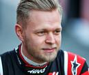 """Magnussen: """"18 races in zes maanden is gekkenwerk"""""""