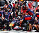 Red Bull Racing helpt Max Verstappen met P2 na mega snelle pitstop
