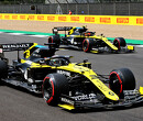 Daniel Ricciardo verstelt spiegels met ruim 300km per uur op teller