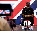 """Lewis Hamilton: """"F1 gebruikt rode vlaggen om show te maken"""""""