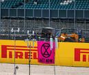 Zeven coureurs weigeren te knielen voor de Britse Grand Prix