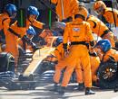 """Carlos Sainz ten einde raad door koelingsproblemen: """"Bijna alles veranderd, probleem nog niet opgelost"""""""