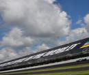 Rinus VeeKay met bolide snoeihard in de muur tijdens Indy 500 test
