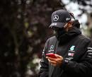 Verkoop van Mercedes-team zorgt voor vertraging nieuw contract Lewis Hamilton