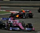 Sergio Perez valt uit met vlammende motorpech!